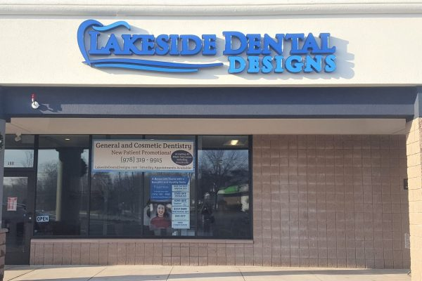 Top Peabody dentist offering general and cosmetic dental services for adults and children including implants, Invisalign, teeth whitening, crowns, root canals, dentures, deep cleaning, emergency services, full mouth rehabilitation. Accepting MassHealth and most major insurances.